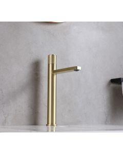 Saniclear Moró gouden verhoogde wastafelkraan met drukknop en platte uitloop
